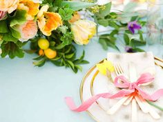 Lauren Kelp shows us how to set a modern Easter table for a chic holiday brunch.