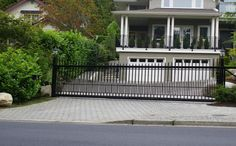 Top 5 Advantages to Install the Cantilever Gates for Home