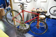 Pelago Sibbo. Cyclocross- og landevegssykkel med Columbus stålrør og Ultegra-utstyr. Plass til skjermar og feitare dekk enn på vanlege racersyklar.
