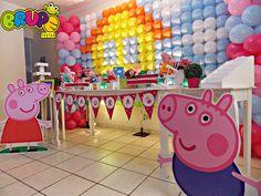 Nosso cenário de Festa para o Tema da Peppa Pig é composto dos seguintes itens: <br> <br>Personagens em Mdf com Qualidade Digital <br>1 Display da Peppa <br>1 Display do George <br> <br>Pelúcias <br>1 Pelúcia da Peppa <br>1 Pelúcia do George <br>1 mamãe Pig <br>1 papai Pig <br> <br>Mobília <br>1 mesa <br>1 banquinho para sessão de fotos <br>1 caixa de presentes <br>2 paradores <br> <br>Acessórios Para Decoração <br>4 bandejas para decoração da mesa <br>1 bandeja de três andares <br>1…