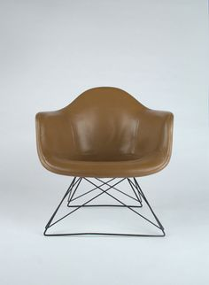 Early Raw Umber Naugahyde Upholstery Eames Armchairs for Herman Miller with zinc cats cradle base Cool Furniture, Furniture Design, Charles & Ray Eames, Mid Century Chair, Eames Chairs, Take A Seat, Mid Century Design, Chair Design, Beige