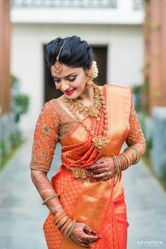 Are you looking for bridal blouse designs for pattu sarees? Here is the photo collection of silk saree blouse designs designs available read more. Bridal Sarees South Indian, South Indian Bridal Jewellery, Indian Jewelry, Bridal Silk Saree, South Indian Weddings, Indian Wedding Sarees, Kanchipuram Saree Wedding, Pattu Sarees Wedding, Hindu Weddings