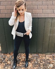 Keeping a simple look to highlight this snakeskin belt bag. Fanny pack's are the easiest accessory to style an outfit with!