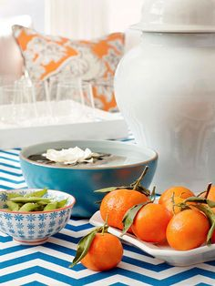 Let food be the focal point of your next summer party. Gorgeous still-leafy oranges and naturally pretty edamame delight both the eyes and the tastebuds! http://www.bhg.com/party/birthday/themes/host-a-summer-party-on-a-budget/?socsrc=bhgpin032115partytablespread&page=9