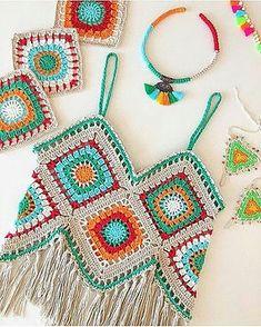 Crochet top, crochet beach top, crochet fashion, crochet c Motif Bikini Crochet, Crochet Crop Top, Crochet Shawl, Crochet Lace, Beach Crochet, Crochet Shorts, Crochet Tops, Crochet Granny, Crochets En Crochet