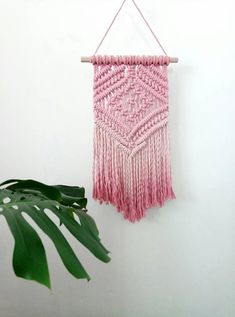 These beautiful modern macrame patterns are perfect for home decor crafters and DIY fans! Macrame is a trendy vintage revival that& making a huge comeback! Modern Macrame, Macrame Art, Macrame Projects, Macrame Knots, Macrame Wall Hanging Patterns, Macrame Patterns, Macrame Curtain, Deco Boheme, How To Dye Fabric