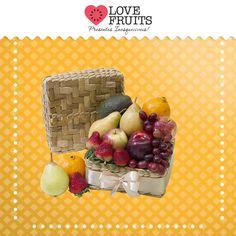 #Mimos #Primazia Bela cesta de vime quadrada agrega maças, peras, uvas, morangos, avocado e mexerica. Um lindo presente!   DÊ FRUTAS AO INVÉS DE FLORES E SURPREENDA!!! Presentes surpreendentes: http://www.lovefruits.com.br/  #PresentesInesqueciveis #BuqueDeFrutas #PresentesOriginais #PresentesSaudaveis #QualidadeDeVida #PresentesSurpreendentes #LOVEFRUITS