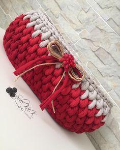 The most beautiful Crochet basket and straw models Finger Crochet, Crochet Daisy, Crochet Home, Crochet Gifts, Knit Crochet, Crochet Stitches Patterns, Crochet Designs, Knitting Patterns, Crochet Decoration