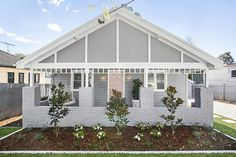 Three Birds Renovations – House 5 – The Stylist Splash – Home Renovation Reforma Exterior, Weatherboard House, Queenslander, Three Birds Renovations, House Renovations, Cute Cottage, Exterior Cladding, Wall Cladding, Exterior Makeover
