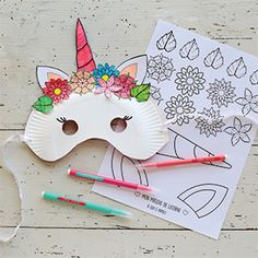 DIY special carnival: masks to do yourself! - Hoama Féloxi - - DIY spécial carnaval : des masques à faire soi-même ! Make your mask Unicorns and its crown of flowers and Panda with little material! Diy For Kids, Crafts For Kids, Carnival Crafts, Carnival Masks, Unicorn Mask, Unicorn Printables, Free Printables, Diy Organisation, Diy Ostern