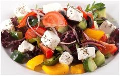 Ingallina's Box Lunch Portland offers Chicken Mozzarella Gluten Free Salad with with a delicious bed of gourmet greens topped with fresh mozzarella balls, grape tomatoes, black olives, cucumber slices and roasted chicken breast. Greek Chicken Salad, Greek Salad, Top Salad Recipe, Salad Recipes, Healthy Cooking, Cooking Recipes, Best Seafood Restaurant, Hummus Dip, Salad Topping