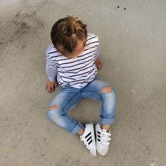 DIY Distressed denim DIY Kids Distressed denim Diy Distressed Jeans, Jean Crafts, Cake Blog, Old Jeans, Diy For Kids, Diy Clothes, Cakes, Shopping, Fashion