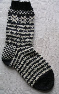 You're going to love Norwegian Fana Socks by designer Beth Brown-Reinsel. Knitting Wool, Knitting Socks, Hand Knitting, Knit Socks, Knit Mittens, Knitting Videos, Knitting Projects, Norwegian Knitting, How To Purl Knit