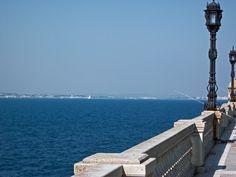 25 de Abril - Cádiz, asomada al mar, sonríe a los veleros que surcan la bahía
