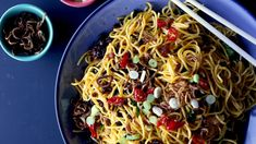 Drunken Pancit Read the full article on Munchies Pancit Noodles, Stir Fry Noodles, Chili Recipes, Asian Recipes, Ethnic Recipes, Pancit Recipe, Fresno Chili, Fried Shallots