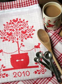 Make a Tea Towel Calendar (with FREE Printable!)