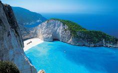 Navagio (Grecia) Navagio o la playa del Naufragio, es una cala situada en la costa de Zakynthos, en las Islas Jónicas griegas. La zona se define…