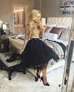 New black luxurious 6 layers tulle women skirt tutu midi knee length full circle Look Fashion, Winter Fashion, Womens Fashion, 70s Fashion, Ladies Fashion, Fashion Boots, Korean Fashion, Vintage Fashion, Skirt Outfits