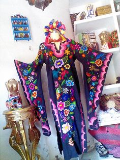 Beautiful butterfly sleeves dress hand by TheTianguisMexico, Embroidery On Clothes, Embroidery Dress, Mexican Embroidery, Embroidered Dresses, Hand Embroidery, Beautiful Dresses, Nice Dresses, Mexican Fashion, Mode Boho