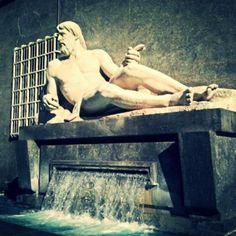 Piazza CLN. Fontana del Po #inTO #italia #italy #Torino #Turin #monumento #fontana #fiume #po