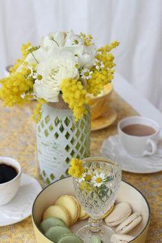 Raindrops and Roses : Photo Festa delle donne (Colazione) Yellow Cottage, Rose Cottage, Garden Cottage, Mimosas, Raindrops And Roses, Hello July, Yellow Tulips, Spring Home, Pretty Pastel