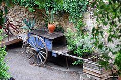 Lovely cart in a small garden