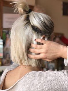 Short hair half up bun frisuren frauen frisuren männer hair hair styles hair women 50 Hair, Hair Day, Girl Hair, Short Hairstyles For Women, Pretty Hairstyles, Thin Hairstyles, Hairstyles 2016, Shaved Hairstyles, Natural Hairstyles