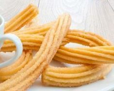 Churros Recipe with Chocolate Sauce Mexican Food Recipes, Sweet Recipes, Snack Recipes, Dessert Recipes, Snacks, Ethnic Recipes, Churros Sin Gluten, Easy Churros Recipe, Churro Recipe