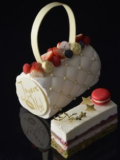 Happy Birthday Cake Images, Merry Christmas, Xmas, Log Cake, Fancy Desserts, Cafe Design, Beignets, Christmas Desserts, Cake Decorating