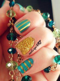 Green and Gold Nail Art.