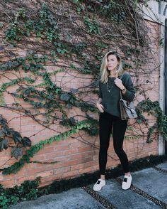 """4,717 curtidas, 34 comentários - Nati Vozza (@nativozza) no Instagram: """"Da série, tava um frio descomunal em casa e fritei na rua  Quem nunca? Mas ok, o look tá mara,…"""" Winter Is Here, Winter Looks, Casual Looks, Black Jeans, Winter Jackets, Normcore, Street Style, Style Inspiration, My Style"""