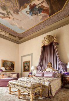 A bedroom with antique canopy bed at Four Seasons Hotel Firenze, in Florence, Italy Beautiful Hotels, Beautiful Bedrooms, Romantic Hotel Rooms, Royal Bedroom, Palace Interior, Luxury Interior, Hotel Room Design, Beste Hotels, Four Seasons Hotel