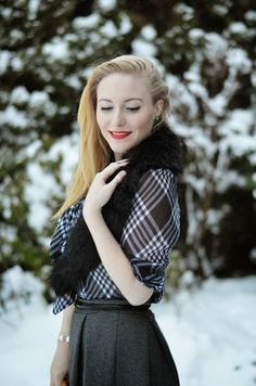 Winter retro chic outfit with fur stole on Vancouver Vogue blog