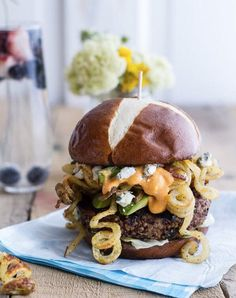 Buffalo-Blue Curly Cheese Fry and Crispy Black Bean Burgers: Yep, curly fries. For more delicious burger recipes perfect for your next BBQ, click through! Best Burger Recipe, Burger Recipes, Vegetarian Recipes, Cooking Recipes, Vegetarian Chili, Burger Ideas, Sushi Recipes, Vegetarian Options, Dog Recipes