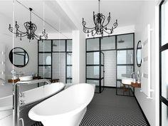 Om du vill ha en platta med vackert mönster men slippa underhållet som en Marrakech platta innebär är denna mönstrade klinker platta ett utmärkt alternativ. Plattan har ett mörkbrunt dekorativt och geometriskt mönster som passar både badrum, kök och hall. Den tål golvvärme och kan användas både på väggar och golv. För inomhusbruk.