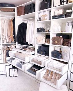135 best walk in closet ideas and picture your master bedroom - page 10 ~ Modern House Design Walk In Closet Design, Bedroom Closet Design, Master Bedroom Closet, Closet Designs, Bedroom Storage, Home Design, Home Interior Design, Luxury Interior, Design Ideas