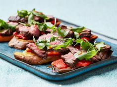 Part Sweet Potato Toast with Steak, Roasted Peppers and Arugula - Yummy way to stretch leftover steak! Use 8 oz. steak and omit oil; makes 2 protein/complex carb servings. Healthy Snacks, Healthy Eating, Healthy Recipes, Healthy Dishes, Clean Eating, Healthy Kids, Diabetic Recipes, Burritos, Leftover Steak Recipes