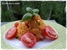 Mittags gibts für gesunde Einhörner nicht nur Regenbogenblumen, sondern auch eine besonders hübsch angerichtete Portion Hirsesalat.