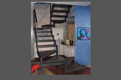 scala in ferro con gradini in lamiera forata