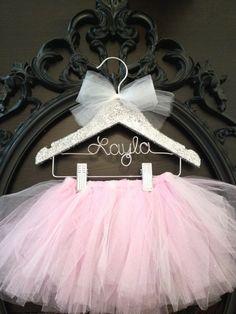 Super baby shower gifts for girls to make tutus ideas Kids Hangers, Baby Door Hangers, Tutus For Girls, Gifts For Girls, Personalized Hangers, Little Ballerina, Ballerina Nursery, Girl Nursery, How To Make Tutu