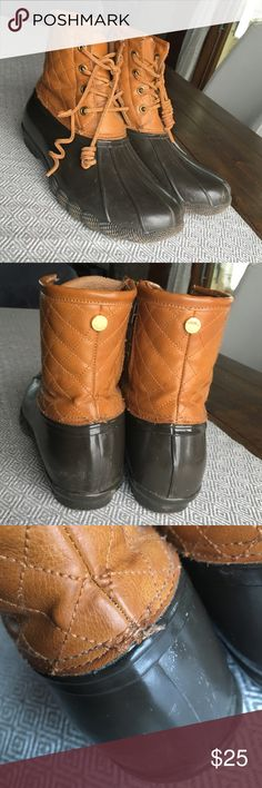 Steve Madden Duck Boots, Size 10 Stylish and comfy Steve Madden duck boots, Size 10. Run pretty true to size, I'm a 9.5 and these were a little roomy, but a thick pair of socks did the trick. Definitely worn - scuffs and scratches shown in pictures. Shoe lace on one has lost its curl. Steve Madden Shoes Winter & Rain Boots
