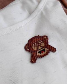 Emoji Broşumuz see no evil brick stitch monkey Diy Jewelry Necklace, Jewelry For Her, Bead Jewellery, Seed Bead Earrings, Beaded Earrings, Jewelry Making, Fashion Jewellery, Peyote Patterns, Beading Patterns