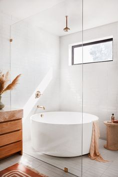 Bathroom interior 418271884143391287 - 6 Details We're Stealing From Garance Doré's Breezy California Bathroom Source by celestino_id Beautiful Bathrooms, Modern Bathroom, Small Bathroom, Bathroom Wall, Minimalist Bathroom, Bathroom Canvas, Washroom, Master Bathrooms, Bathroom Cabinets