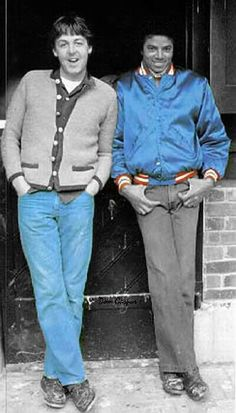 Michael Jackson - With his good friend Paul McCartney. Paul was the only one with a bigger cartoon collection than Michael Jackson. The Jackson Five, Jackson Family, John Lennon, Paul Mccartney Michael Jackson, Rock And Roll, Familia Jackson, Hee Man, Photo Star, The Jacksons