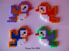 Pajaritos en hama midi (imanes) Si te gusta puedes adquirirlo en nuestra tienda on-line: http://www.mistertrufa.net/sugarshop/ Ver más en: http://mistertrufa.net/librecreacion/groups/hama-beads/