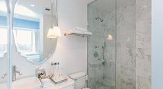 €258 Este hotel de 5 estrellas, situado en barrio de moda del SoHo, en Nueva York, está inspirado en la película La Belle et la Bête de Jean Cocteau.