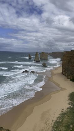 All you need to know to make the best of your visit to the Great Ocean Road, Australia #grestoceanroad #Australia #wanderlust #bucketlisttravel Pacific Destinations, Family Destinations, Middle Island, Apollo Bay, Australia Travel Guide, Beautiful Roads, Before Sunrise, Family Road Trips, In The Tree