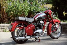 Enfield Bike, Enfield Motorcycle, Royal Enfield Accessories, Royal Enfield Modified, Antique Motorcycles, Classic Motors, Old Bikes, Bobber, Motorbikes