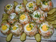 Auszpik jest to galareta którą otrzymujemy z wywaru i żelatyny Polish Holidays, Holiday Recipes, Sushi, Food And Drink, Appetizers, Eggs, Easter, Healthy Recipes, Meat