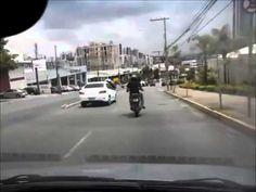 Motorista instala câmera em carro e flagra briga de trânsito na Barão Homem de Melo +http://brml.co/1wBdXb3
